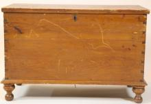 SOUTHERN ANTIQUE HEART PINE DOVETAIL BLANKET CHEST
