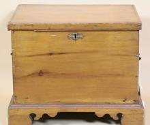 PINE ANTIQUE BLANKET CHEST