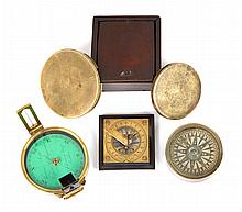 A LATE 18TH-CENTURY PORTABLE COMPASS SUNDIAL