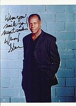 Danny Glover signed colour photo. Good condition