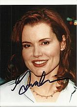 Geena Davies signed colour photo. Good condition