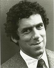Elliott Gould signed 10x8 b/w photo.  Dedicated to Tom.  Good condition