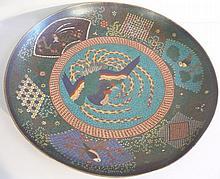 Grand plat en émail cloisonné à décor de phenix.