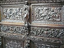 Buffet en chêne sculpté portant l'inscription