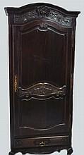 Bonnetière en chêne sculpté, vers 1900 200x90x42 cm