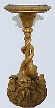 Curieux guéridon au Triton en bois redoré, dessus de marbre vert Haut 80 cm. Epoque XIXème