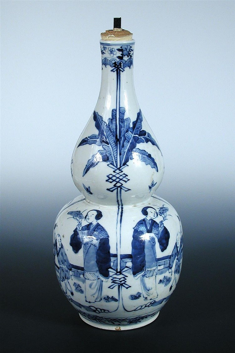 An early 20th century blue and white double gourd vase,