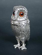 A small silver cayenne pot
