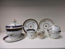 A collection of late 18th and early 19th century Worcester blue and gilt tea wares,