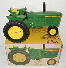 John Deere 3020 narrow wheels in ice cream box -  Excellent