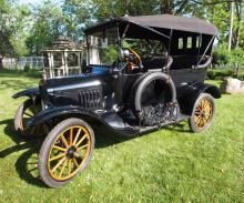 1917 Ford Model T 4-Door Sedan