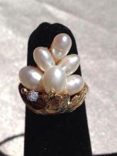 Beautiful 14k gold fresh water pearl & diamond ring