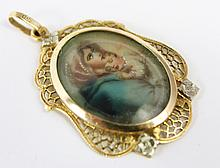 18K GOLD PENDANT. With a madonna and child