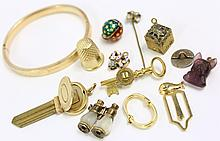 GOLD COLORED JEWELRY AND TRINKETS. 12 pieces