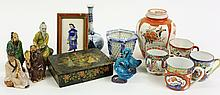 14 CHINESE CERAMIC COLLECTIBLES AND A BLUE DELFT VASE.