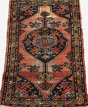 ANTIQUE PERSIAN HAMADAN ORIENTAL THROW RUG.  Approx. 2'6