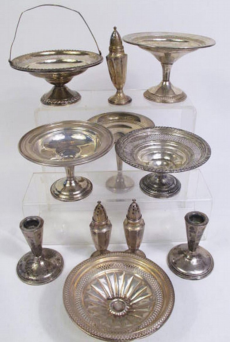 ASSORTED LOT OF STERLING SILVER HOLLOWARE.