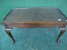 MAHOGANY QUEEN ANNE STYLE COFFEE TABLE. With