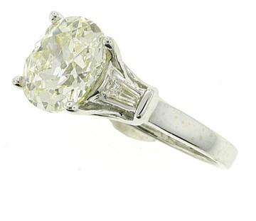 14K WHITE GOLD FIVE CARAT DIAMOND RING. 5.18