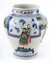 Chinese Export porcelain jar