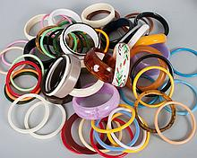 Bag of assorted Bakelite & other bangle bracelets
