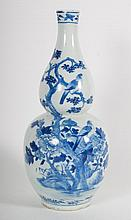 Chinese Export double gourd porcelain vase