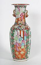 Chinese Export Rose Medallion baluster vase