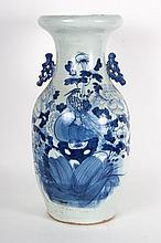 Chinese Export porcelain vase
