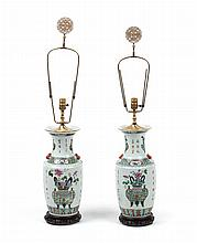 :Pair of Chinese Export porcelain vase lamps