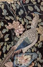 Paravent à huit feuilles en laque de coromandel décoré sur les deux faces de branchages fleuris, de prunus, cerisiers, pivoines et autres habité de divers oiseaux et de vase d'offrandes à la base sur l'une des faces.