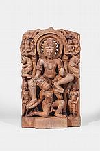 Stèle illustrant Vishnu assis en délassement supporté par son serviteur Garuda agenouillé en akalasana entouré de yalis , apsaras, gandharvas.
