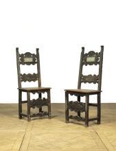 Paire de chaises à haut dossier plat à bandeaux fe