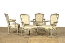 Suite de quatre fauteuils à dossier en cabriolet d
