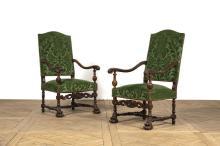 Paire de fauteuils à haut dossier plat garni, mouv