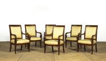 Suite de six fauteuils à dossier légèrement incurv