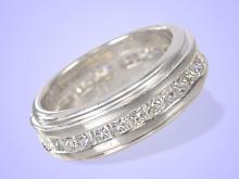 Ring: exklusiver Memoirering in Platin, feinster Diamantbesatz, Neupreis ca. 7.500? (NO LIVE FEE)