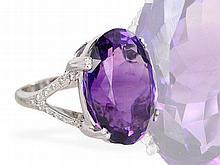 Ring: englischer Goldschmiedering mit einem Amethyst besonderer Qualität und Brillanten