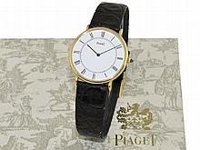 Wristwatch: Classy 18 K gold gentlemen's watch Piaget ref. 9035, very flat gentlemen's watch