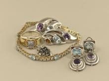 Konvolut Silberschmuck: unterschiedliche Schmuckstücke in Silber, teilweise Goldschmiedearbeiten