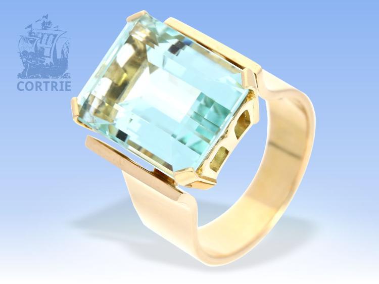 Ring: hochwertiger, massiver Goldschmiedering mit feinem Aquamarin von ca. 9,5ct