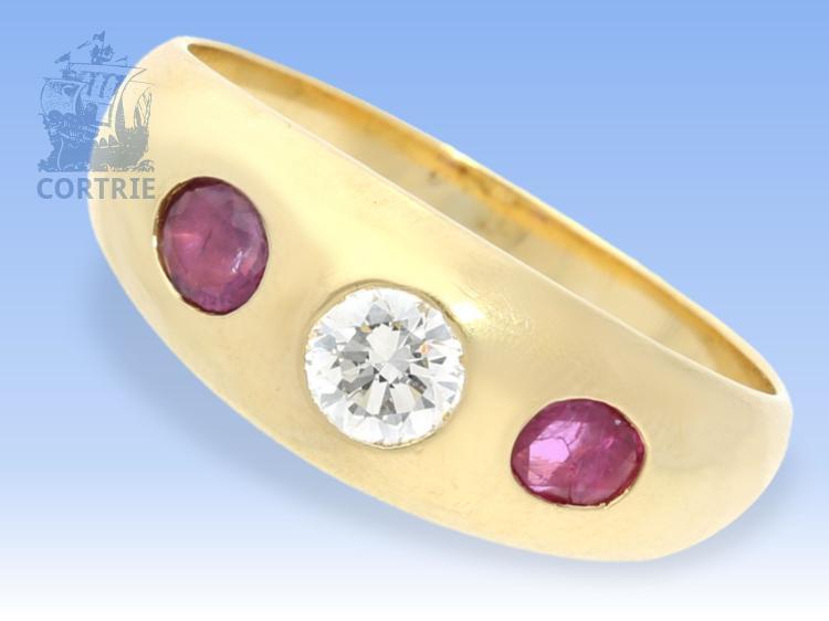 Ring: klassischer, massiver Bandring mit schönem Brillant und Rubinen