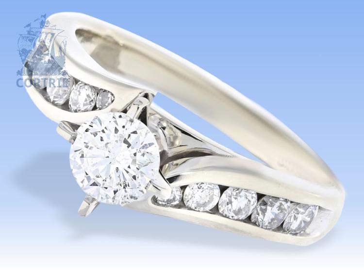 Ring: ausgefallener weißgoldener Goldschmiedering mit schönen Brillanten, insgesamt ca.1,1ct