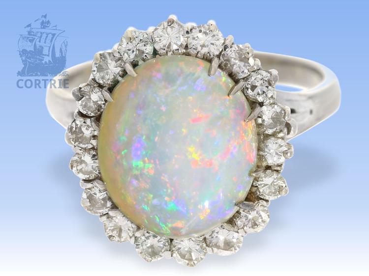 Ring: hochwertiger Goldschmiedering mit schönem Edelopal und Brillanten, 18K Weißgold, Handarbeit