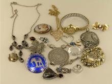 Kette/Anhänger/Brosche/Ohrschmuck: großes Konvolut vintage Schmuck, Metall/Silber/Gold