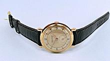 Elegant gentlemen's wristwatch by Jaeger Le Coultre around 1960, 18K red gold