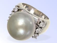 Heavy white gold ring with pearl and diamonds