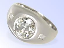 Exclusive vintage platinum diamond ring, centre stone approximately 1.9 ct
