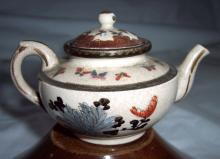 19TH CENTURY CHINESE TEAPOT WITH BUTTERFLYS