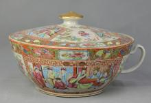 A Gild Famille Rose Porcelain Tureen of Figure Pattern, Qing Dynasty