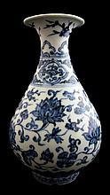 Fine Ming style blue and white glazed porcelain bottle vase